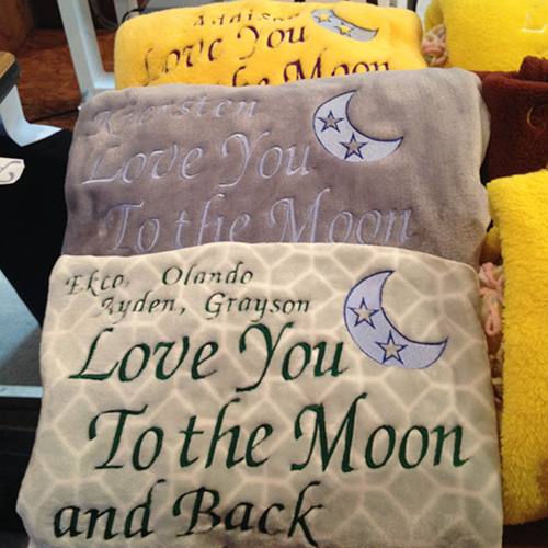 i-love-you-to-the-moon-and-back-blanket-embroidered-with-name